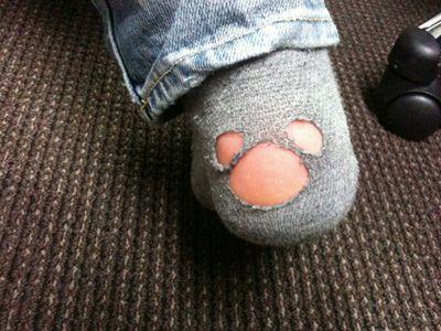なぜ靴下に穴があく?靴下の穴に隠された驚くべき真実